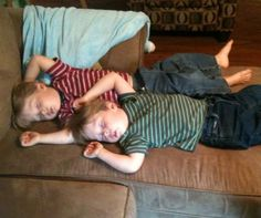 They even sleep in the same positions!  ´j