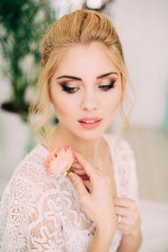 Перламутровый свадебный макияж