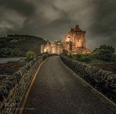 Elean Donan Castle scotland - Eilean Donan Castle Dornie by Kyle of Lochalsh scottish highlands Scotland Castles, Scottish Castles, Castle Ruins, Medieval Castle, Beautiful Castles, Beautiful Buildings, Eilean Donan, Scottish Highlands, Scottish Gaelic