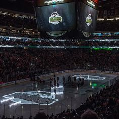 Before their final game of the regular season the Edmonton Oilers and Vancouver Canucks held a moment of silence for the Humboldt Broncos… Hockey Mom, Hockey Teams, Ice Hockey, Hockey Stuff, Hockey Quotes, I Am Canadian, Moment Of Silence, Vancouver Canucks, Edmonton Oilers