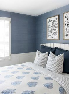 Wallpaper Accent Wall - Must-read tips if you're thinking about hanging grasscloth wallpaper - Wildas Wallpaper World Green Master Bedroom, Blue Bedroom, Bedroom Decor, Master Bedrooms, Wall Paper For Bedroom, Basement Bedrooms, Bedroom Kids, Cozy Bedroom, Wallpaper Design For Bedroom