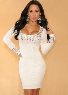 Wit jurkje met lange mouwen en studs (via http://cloozy.nl)