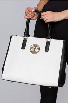Este o geanta office, potrivita pentru o tinuta la birou. Are un detaliu auriu care va conferi eleganta tinutei tale. Michael Kors Hamilton, Monogram, Pattern, Bags, Fashion, Monogram Tote, Purses, Moda, Fashion Styles