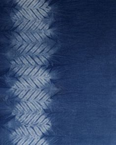 Aizome/shibori/indigo hand dye: Mokume (wood grain) shibori pattern by Little m Blue. - Marketing (invitation background for events? Shibori Fabric, Shibori Tie Dye, Shibori Techniques, Textiles Techniques, Bleu Indigo, Indigo Dye, Impression Textile, Japanese Textiles, Fabric Manipulation