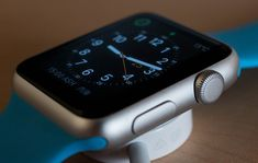 Even with tremendous growth in the smartwatch market, companies are losing share in the market. Apple remains the king of the smartwatch market. Apple Watch 1, Apple Watch Serie 1, Airpods Apple, Apple Notes, Black Apple, Apple Logo, New Gadgets, Cool Gadgets, Future Gadgets