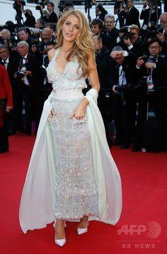 第67回カンヌ国際映画祭(Cannes Film Festival)で、コンペティション部門出品作『Mr. Turner』の公式上映に姿を見せた女優のブレイク・ライヴリー(Blake Lively、2014年5月21日撮影)。(c)AFP/ALBERTO PIZZOLI ▼18Jul2014AFP|ブレイク・ライヴリー、ライフスタイル・ウェブサイト立ち上げへ http://www.afpbb.com/articles/-/3020977 #Blake_Lively