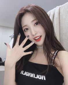 Sihyeon from EVERGLOW is my bias what about yours ? Kpop Girl Groups, Korean Girl Groups, Kpop Girls, Auxerre, Gfriend Sowon, Yuehua Entertainment, Kpop Outfits, Popular Music, Seulgi