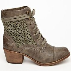 3002cfeb2afb 46 Perfect Pairs of Fall Boots to Complete Your Wardrobe .
