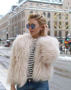 Fluffy jeacket, striped top and flared jeans <3 Fluffig jacka, randig topp och utsvängda jeans <3 http://nyheter24.se/modette/josefin/2015/02/03/fluffy-jacket-flared-jeans-new/