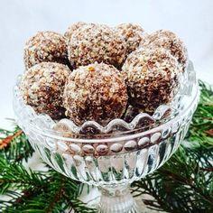 Raw pepparkaksbollar Raw Vegan Desserts, Healthy Deserts, Healthy Treats, Candy Recipes, Raw Food Recipes, Healthy Recipes, Lchf, Raw Ice Cream, Vegan Christmas