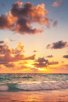 "heaven-ly-mind: ""Sunrise on the beach of Caribbean sea"" ♡"
