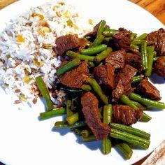 Oosters gemarineerde biefstukreepjes boontjes en rijst | Out mijn keuken I Love Food, Good Food, Kitchen Queen, Kung Pao Chicken, Wok, Asparagus, Green Beans, Food And Drink, Low Carb