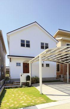 家/外観/エクステリア/切妻屋根/白い家/塗り壁/無垢玄関ドア/ナチュラルスタイル/シンプル/注文住宅/ジャストの家/house/home/exterior Royal Park, Inside Outside, Japanese House, Garden Inspiration, Home Projects, Tiny House, Diy Home Decor, Sweet Home, Home And Garden