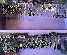 Aquí tienes una pequeña muestra de los muchos modelos diferentes en Aretes Negros! Hay tanto más pequeños que éstos como también tenemos inmensos. ✨