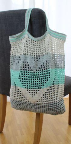 Einkaufsbeutel mit Herzmotiv - Häkelanleitung via Makerist.de  #häkeln #häkelanleitung #häkelnmitmakerist #crocheting #crochetpattern #crochet #beutel #einkaufen #shopper #shoppingbag