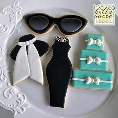 "445 Likes, 37 Comments - Lynda Correa (@storybook_bliss) on Instagram: ""It's a Breakfast at Tiffany's type of day ;) gorgeous sugar cookies!! Via @bellasucrecookies…"""