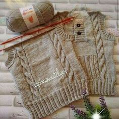 It's a beautiful baby vest. Crochet For Boys, Knitting For Kids, Baby Knitting Patterns, Knitting Stitches, Baby Patterns, Baby Boy Sweater, Knit Baby Sweaters, Knitted Baby Clothes, Pull Bebe