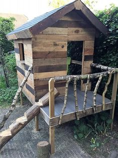 Kids like to play with the things that are not commonly available like the kids play hut presented here. This idea is perfect to copy if there is no park or recreational area near the home because kids need a place to play to remain active. #greenhouseideas