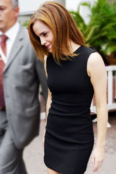 Emma Watson in LBD. One of the simplest, well fitted, polished looks I've ever… Style Emma Watson, Enma Watson, Beautiful People, Beautiful Women, Harry Potter, Fashion Mode, Girl Crushes, Role Models, Her Hair