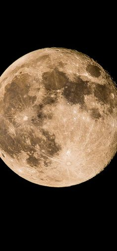 The moon is close. High Resolution