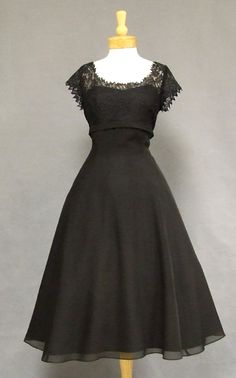 Oh heavens. We need to have a dining out when the boys get back just so I can wear this dress...