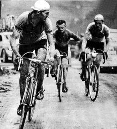 """Giro d' Italia 1950 - """"El hombre de acero"""" Gino Bartali, escoltado por Robic y Koblet"""