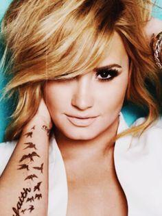 Demi Lovato- my idol, never too skinny Demi Lovato, Head Band, Star Wars, Hollywood, Foto Pose, Poses, Along The Way, Woman Crush, Sensual