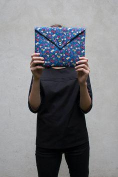 Etui iPad Pochette iPad enveloppe iPad  Liberty par CharlotteAuzou, €29.00