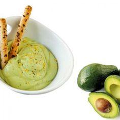 Este dip, riquísimo y fácil de hacer, sera un deleite cremoso para compartir como una rica entradita o en una picada.    Elaboración: 1- Procesá el queso crema y la palta (aguacate) hasta obtener una crema suave. 2- Condimentarlo con la sal, pimienta y el jugo del limón. 3- Sírvelo en un bowl, y decóralo con ralladura de limón y pimienta recién molida. 4- Puedes acompañarlo con nachos o grisines, y a deleitarse!.
