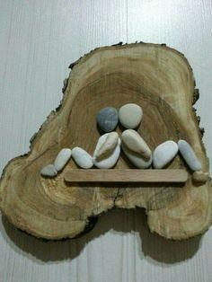 pebble art on wood by edna - Decoration Fireplace Garden art ideas Home accessories Stone Crafts, Rock Crafts, Fun Crafts, Diy And Crafts, Crafts For Kids, Arts And Crafts, Crafts With Rocks, Beach Crafts, Caillou Roche