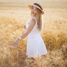 фотосессия в поле, семейная фотосессия, фотопрогулка, фотосессия подружки, летняя фотосессия, фотосессия в шляпках, фотосессия девушки, девушка в рубашке, фотосессия колоски, поле, пшеница, шляпка, нежная фотосессия Panama Hat, Hats, Fashion, Moda, Panama, Hat, Fashion Styles, Fashion Illustrations, Fashion Models