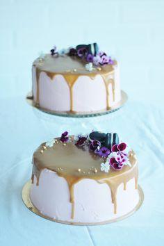 KakkuKatri: Punaherukka-kinuskikakku