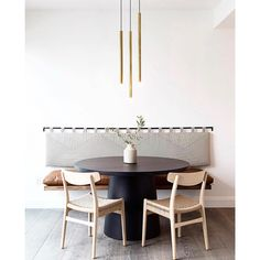 Not your average breakfast nook. . Design @jdpinteriors @jeffmindell