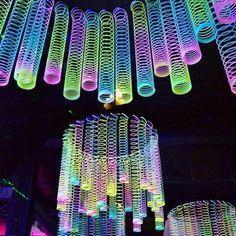 Rainbow Glow-in-the-Dark Magic Springs - Halloween deko ideen - Party Glow In Dark Party, Black Light Party Ideas, Glow Stick Party, Deco Nouvel An, Decoration Vitrine, 13th Birthday Parties, Dance Party Birthday, 16th Birthday, 13th Birthday Party Ideas For Teens