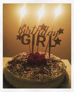 Y terminamos el día de cumple la peque se ha quedado a gusto soplando velas jajajaja como les encanta  el topper y la tarta  hechos en casita  #cumpleañosfeliz #cumplediy #amomicameo #toppercake #birthdaygirl #birthdaycake #birthdaytopper