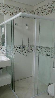 Pastilhas de vidro no banheiro projeto por natalia pini
