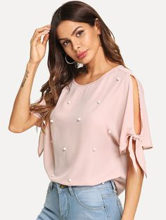 To find out about the Faux Pearl Beading Knotted Split Sleeve Top at SHEIN, part of our latest Blouses ready to shop online today! Pink Fashion, Fashion Dresses, Looks Plus Size, Short Tops, Blouse Styles, Types Of Sleeves, Casual Outfits, Couture, T Shirt