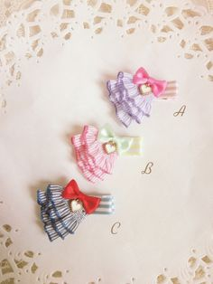 ヘアクリップ【ベビーサイズ】Frill Tricolore*フリル*受注製作 *ヘアピン Diy Ribbon, Diy Bow, Ribbon Hair Bows, Ribbon Art, Handmade Hair Accessories, Girls Hair Accessories, Diy Headband, Headbands, Baby Hair Clips