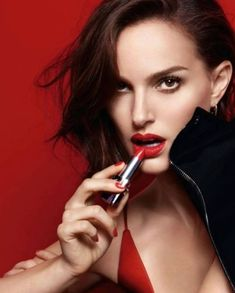 Dior Beauty Fall 2016 Ad Campaign - New Rouge Dior Lipstick Model / Actress: Natalie Portman Photographer: David Sims Makeup Artist: Peter Philips Fashion Natalie Portman Miss Dior, Natalie Portman Style, David Sims, Dior Beauty, Beauty Ad, Beauty Shoot, Beauty News, Timeless Beauty, Beauty Products