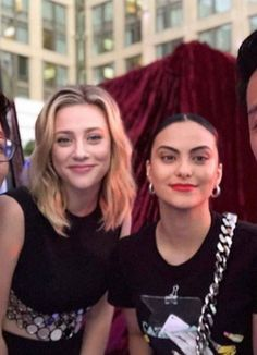 Riverdale Funny, Riverdale Cast, Betty Cooper Riverdale, Camilla Mendes, Betty And Veronica, Lili Reinhart, Vogue Covers, San Diego, Camila
