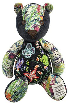 Each Taunina bear travels in a gorgeous handmade hat-box with a unique passport bearing the teddy's name and the artist's details.