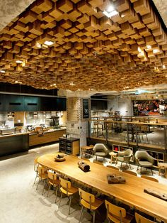 March will open Starbucks new concept store in Amsterdam. The institutions — hyper-local design and local bakery. Concept store called 'Bank' and is the standard Starbucks future. Bar Deco, Deco Cafe, Cafe Interior Design, Cafe Design, Store Design, Retail Interior, Interior Concept, Design Shop, Flat Design