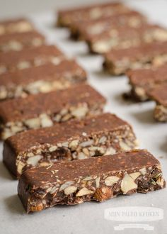 """Afbeeldingsresultaat voor paleo chocolade-noten snackrepen… – The Calories Out-Calories In"""" Model Paleo Recipes Easy, Sweet Recipes, Real Food Recipes, Yummy Food, Healthy Bars, Healthy Sweets, Healthy Baking, Paleo Dessert, Dessert Recipes"""