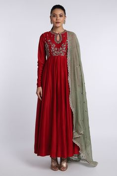 Simple Kurti Designs, Fancy Blouse Designs, Ethnic Outfits, Ethnic Dress, Indian Fashion Dresses, India Fashion, Indian Wedding Outfits, Indian Outfits, Long Anarkali Gown