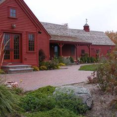 Trendy house colonial exterior new england Ideas Red Houses, Types Of Houses, Saltbox Houses, New England Style, New England Homes, Home Renovation Loan, Colonial Exterior, Home Improvement Loans, Primitive Homes
