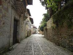 Fotografía: Sandra Rastelli- Santillana del Mar Lisbon, Boating, Port Wine, Santiago De Compostela, Walks, Vacations, Arosa