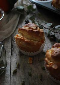 Vanilla&Staubzucker: Pan brioche muffins with candied orange peels and almonds – Muffins di Pan brioche con le scorzette d'arancia candite e mandorle – Muffins od slatkog dizanog tijesta s kandiranim koricama naranče i bademima