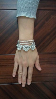 Ravelry: Crochet Flower Necklace cum Bracelet pattern by Serina Cheung Tutorial ✿⊱╮Teresa Restegui http://www.pinterest.com/teretegui/✿⊱╮