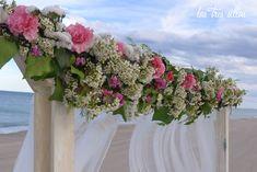 BODAS EVELOPEMENT EN VALENCIA: LAS BODAS MÁS ÍNTIMAS EN LA PLAYA Y OTROS RINCONES.   Las Tres Sillas Valencia, Floral Wreath, Wreaths, Home Decor, Chairs, Beach, Weddings, Floral Crown, Decoration Home