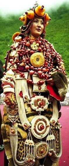 Incredible Tibetan adornment. (Source: artssake, via hawktrainer)